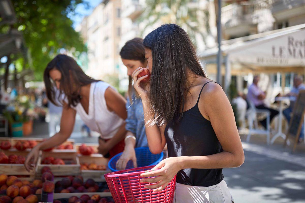https://www.rendezvouscheznous.com/activite/2316_apprendre-a-cuisiner-la-salade-nicoise-avec-des-produits-frais&utm_source=tendances+vacances&utm_medium=partners&utm_campaign=specialites+salade