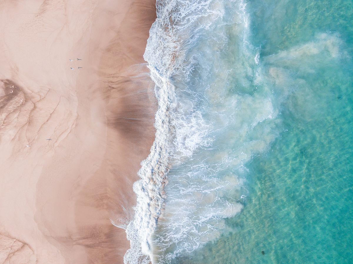 Plage de sable blanc aux Antilles