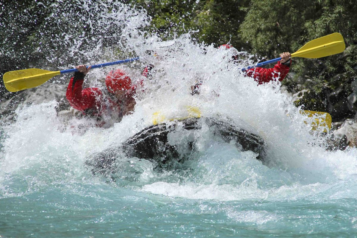 Rafting : une activité à la montagne en été