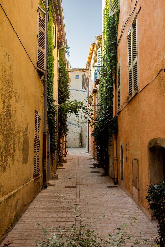 Ruelle du village de Saint-Tropez