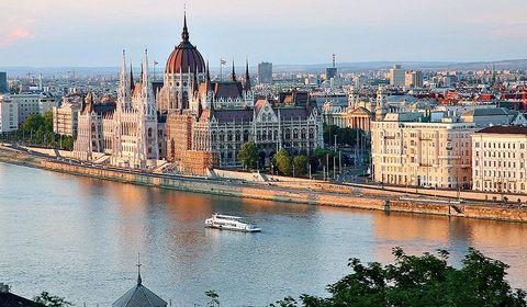 Budapest1 s480x0 c959x560 l141x169 q80 noupscale