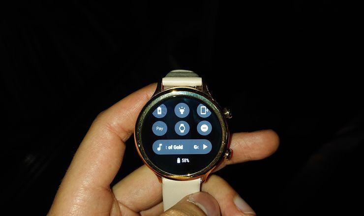 TicWatch C2:ssa on Android-pohjainen Wear OS -käyttöjärjestelmä.