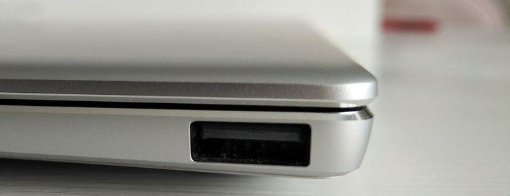 Perinteinen USB-A-porttikin on tällä kertaa saatu mahdutettua mukaan.