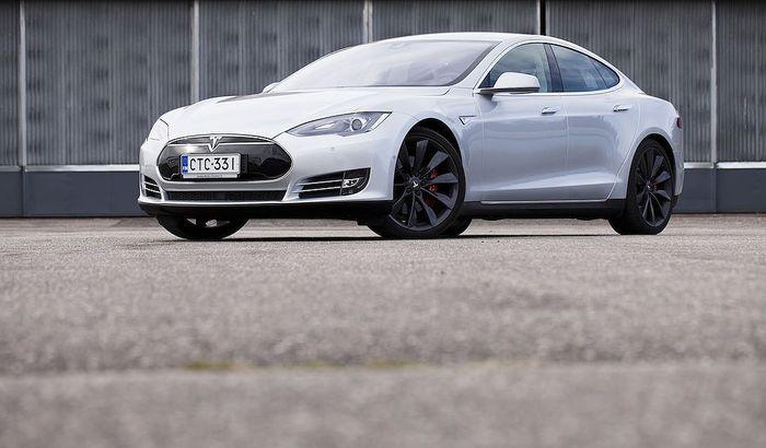 Tesla X Hinta
