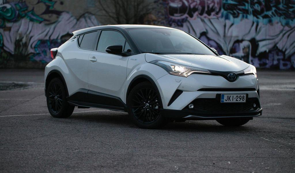 Toyota Chr Hybrid >> Koeajossa Toyota C Hr Hybrid Persoonallisuudella Kaupaksi