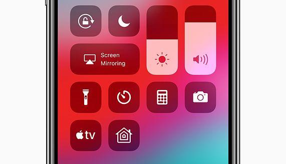 Ohjauskeskuksen Apple TV -painikkeesta pääsee suoraan käsiksi kaukosäätimeen.