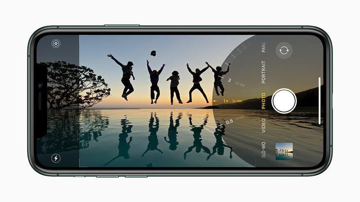 Uudistettu kamerasovellus. Kolme eri kuvakulmaa iPhone 11 Pro -malleissa.
