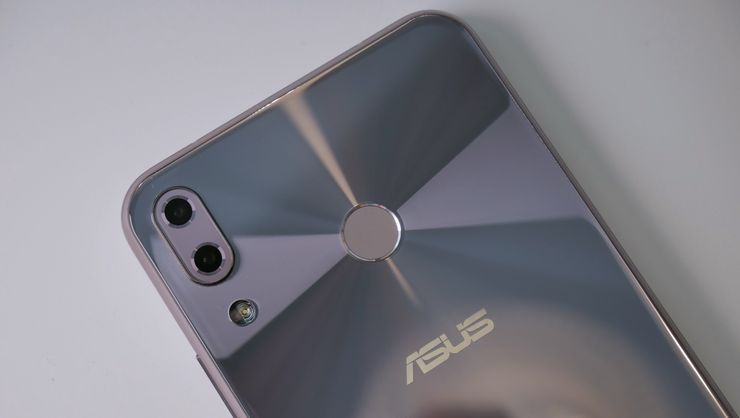 Sormenjälkilukija on ZenFone 5:n heikoimpia puolia.