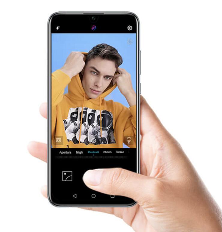 Etukamera on Honor 10 Litessä tarkkuudeltaan 24 megapikseliä.