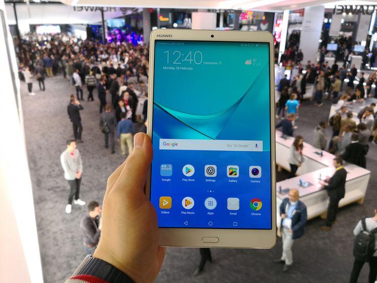MediaPad M5 on näppärän kokoinen pikkutabletti.