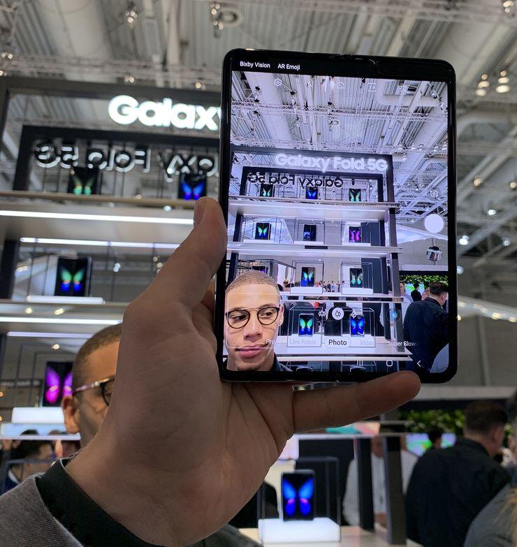 Galaxy Foldilla oli suuremman näytön ansiosta myös hyvä kuvata – eikä se kamerana kuitenkaan näytä tyhmältä kuten kookkaammat tablettilaitteet.