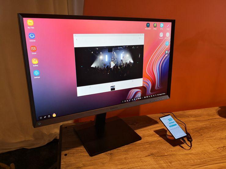 Samsungin DeX-työpöytätila ei Galaxy Note9:lla enää vaadi DeX-telakan käyttöä, vaan onnistuu millä tahansa USB-C-HDMI-kaapelilla. Uutta on myös mahdollisuus käyttää puhelinta samanaikaisesti DeX-tilan kanssa.