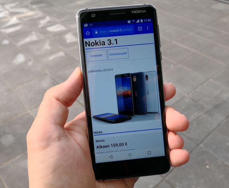 Nokia 3.1:n näyttö on nyt kuvasuhteeltaan 18:9, mutta näytön ylä- ja erityisesti alapuolella on edelleen varsin suuret reunukset.