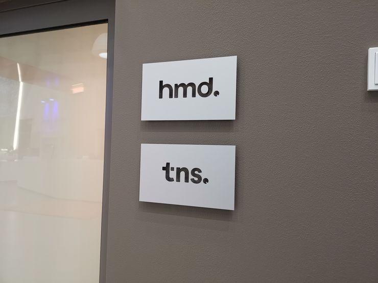 HMD:n kanssa samoissa toimitiloissa toimii myös Foxconn-ryhmän omistama TNS Mobile, joka vastaa osittain puhelinten jakelusta.