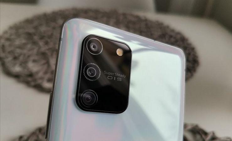 Galaxy S10 Liten takakamerakomponentti mukailee Samsungin vuoden 2020 tyyliä.