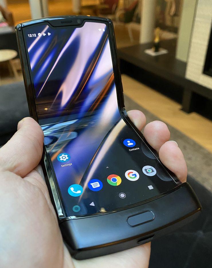 Motorola razrin sisältä paljastuu 6,2 tuuman näyttö.