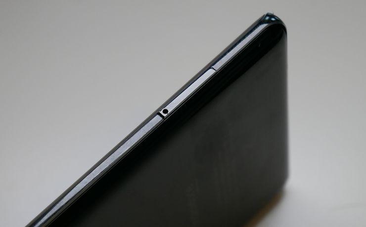 Nokia 8 Siroccon erinomaista laatutuntumaa heikentää vain huterahko SIM-korttikelkka.