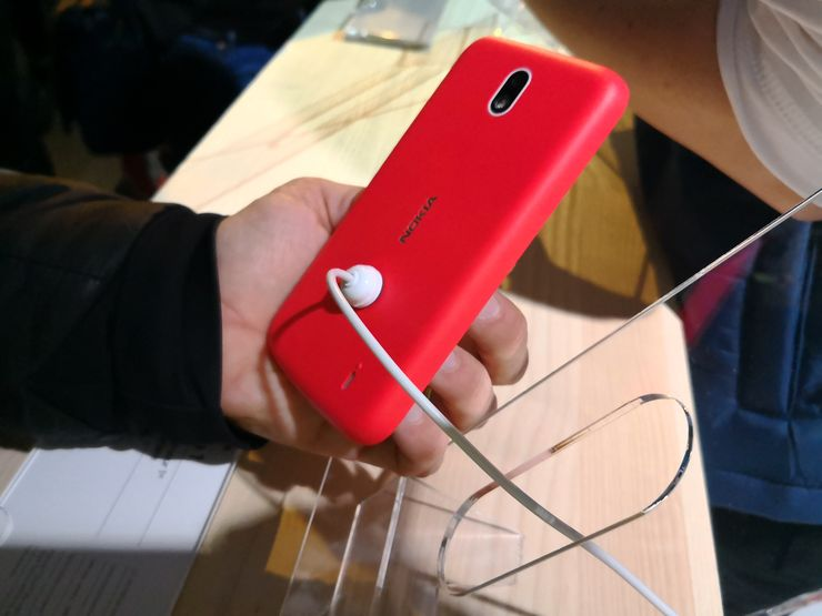 Nokia 1:n takakuori on polykarbonaattimuovia.