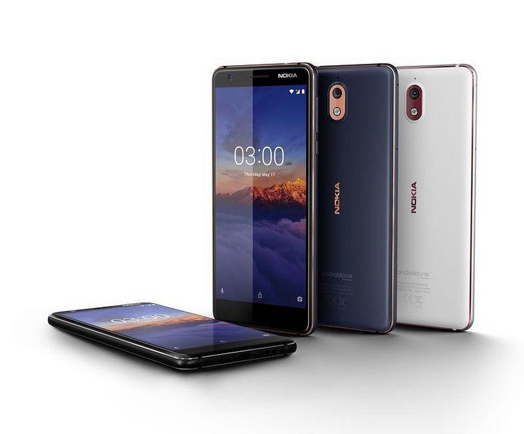 Nokia 3.1:ssä on nyt timanttileikatut reunat. Polykarbonaattitakakuoresta huolimatta puhelimen laatutuntuma on erinomaisella tasolla.