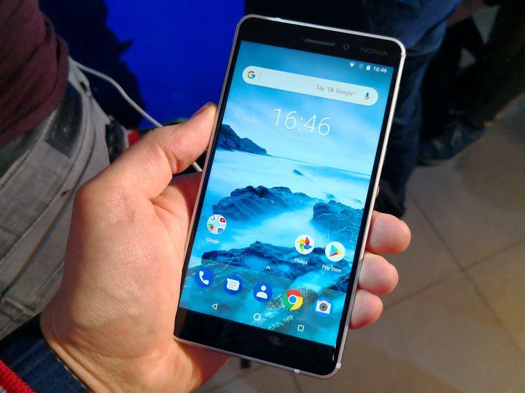 Uusi Nokia 6 on ensituntumaltaan lähellä alkuperäistä.