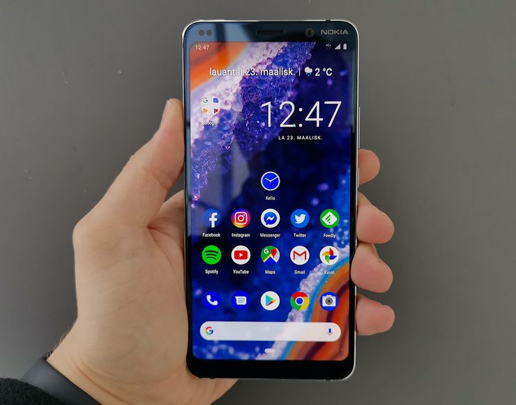 Nokia 9 PureView'n 5,99 tuuman OLED-näyttö on hyvä. Näytön ylä- ja alapuolella on nykypäivän mittapuulla huomattavat reunukset.