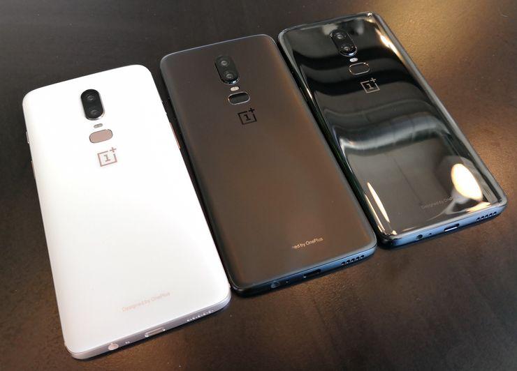 OnePlus 6:n kolme eri värivaihtoehtoa. Valkoinen ja musta Midnight Black ovat mattapintaisia. Kaikki ovat takaa kuitenkin lasia.