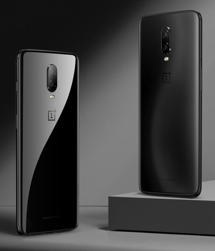 Toistaiseksi OnePlus 6T:stä on julkistettu kaksi väriä: kiiltävä Mirror Black ja mattapintainen Midnight Black.