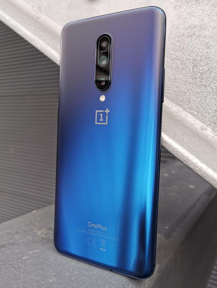Nebula Blue -väri OnePlus 7 Prosta on tyylikäs.