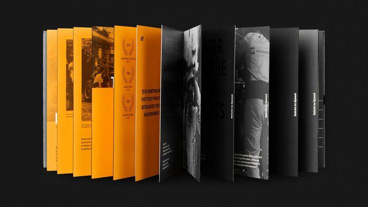 OnePlus 6T McLarenin mukana toimitettava kirja.