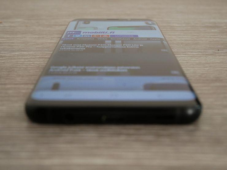 Samsung Galaxy S9+:n näyttö on sanalla sanoen loistava.