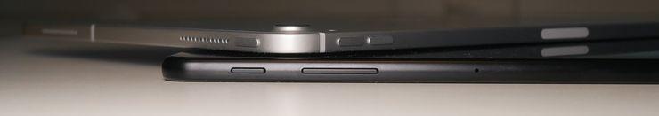 Molemmissa tableteissa fyysisiä näppäimiä on kolme; virtanäppäin sekä äänenvoimakkuuspainikkeet.