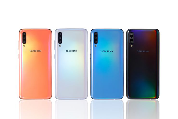 Galaxy A70 eri väreinä.