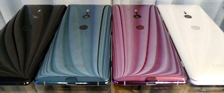 Sony Xperia XZ3 :n värivaihtoehdot. Etupuolelta kaikki ovat kokonaan mustia.