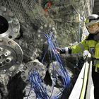 Muutoksia mittaa jopa 500 anturia, joiden johdot kulkevat testitunnelin viereiseen tunneliin, kertoo Sanna Mustonen.