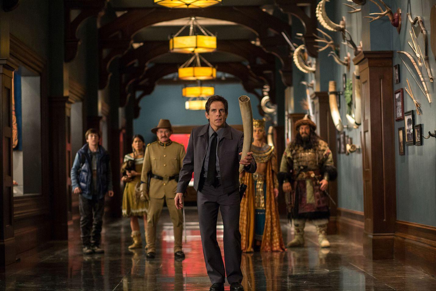 Larry Daley (Ben Stiller) kohtaa museonvartijana haasteita eloon heräävien esineiden kanssa koko perheen komediassa. Haudan salaisuus on kolmas New Yorkin luonnontieteellisen museon öistä kertova elokuva.