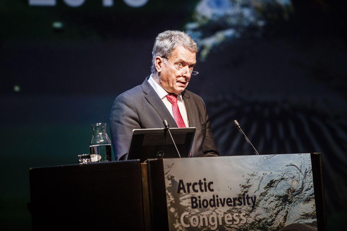 Sauli Niinistö aloitti Kiinan-vierailunsa puhumalla ilmastoseminaarissa, jossa hän nosti esiin muun muassa mustan hiilen. Hän on pitänyt aihetta esillä myös aiemmin, kuten viimeksi syksyllä arktisessa Arktisessa Biodiversiteettikongresissa Rovaniemellä.