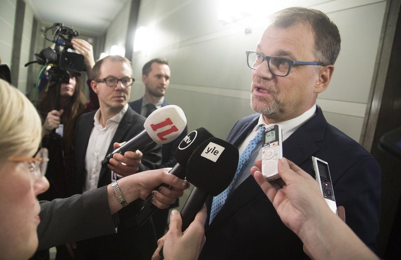 Pääministeri Juha Sipilän mukaan suuri osa hallituksen kokouksesta kuultiin poliisin arviota tilanteesta.