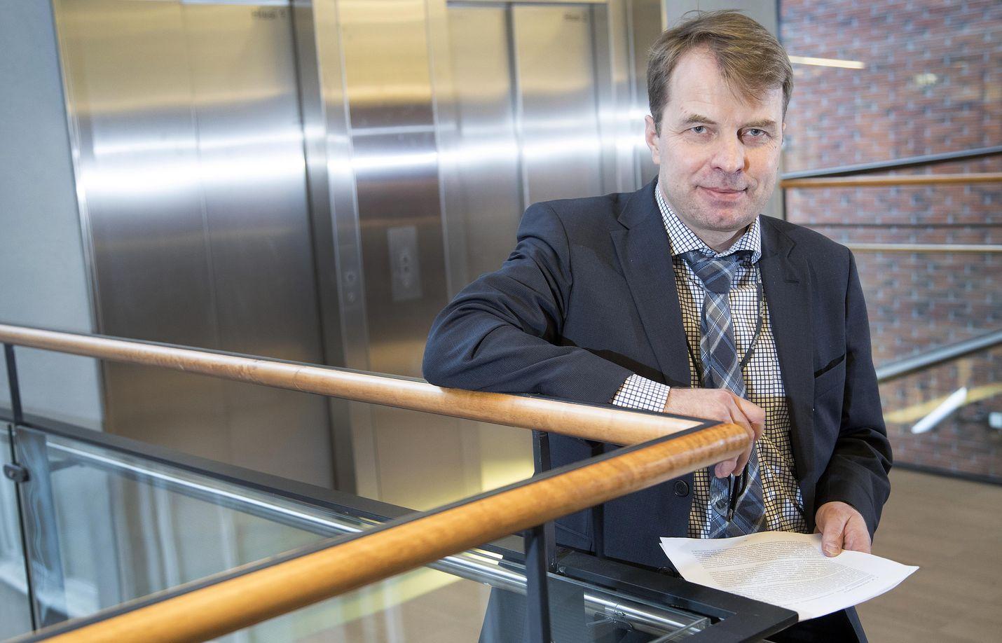 Talouspolitiikan arviointineuvoston puheenjohtaja on professori Roope Uusitalo Helsingin yliopistosta.