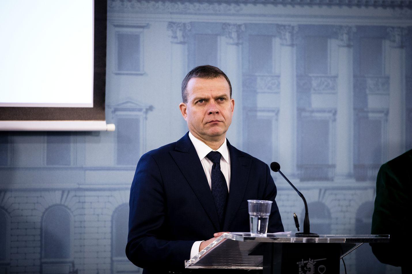 Kokoomuksen puheenjohtaja, valtiovarainministeri Petteri Orpo sanoo, että kokoomus ei ole muuttanut kantaansa, vaan kannattaa vanhuspalvelulain muuttamista.