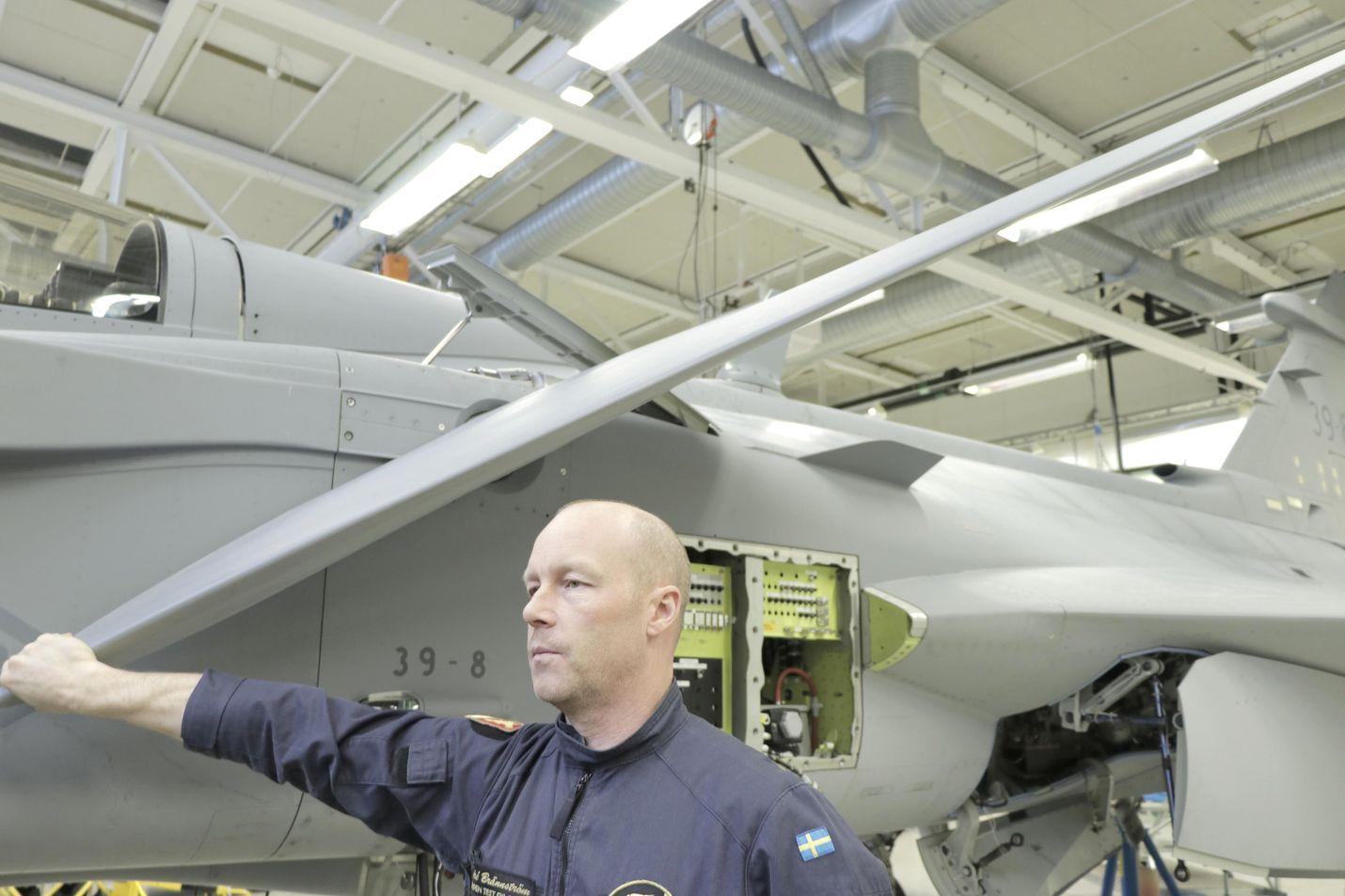 Sää ei ollut huono lentokoneelle, mutta se oli huono testaamisen kannalta. Tuloksien saaminen olisi ollut hankalaa, kertoi Saabin koelentäjä Andre Brännström.