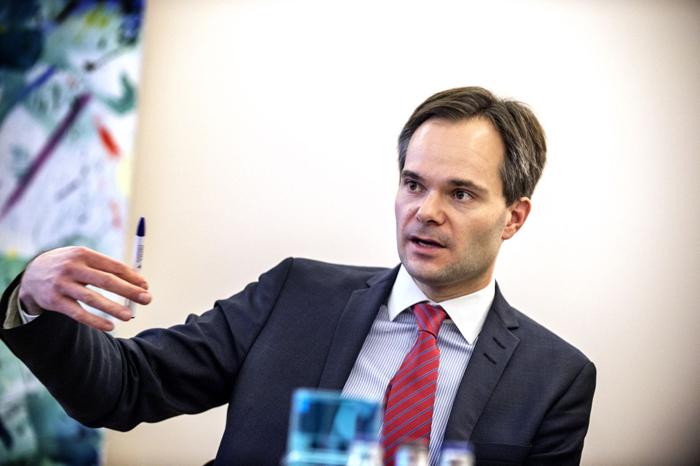 Sisäministeri Kai Mykkänen aikoo selvittää Valviran ja poliisiylijohdon kanssa, toimiiko hoivakotien valvontaketju parhaalla mahdollisella tavalla.