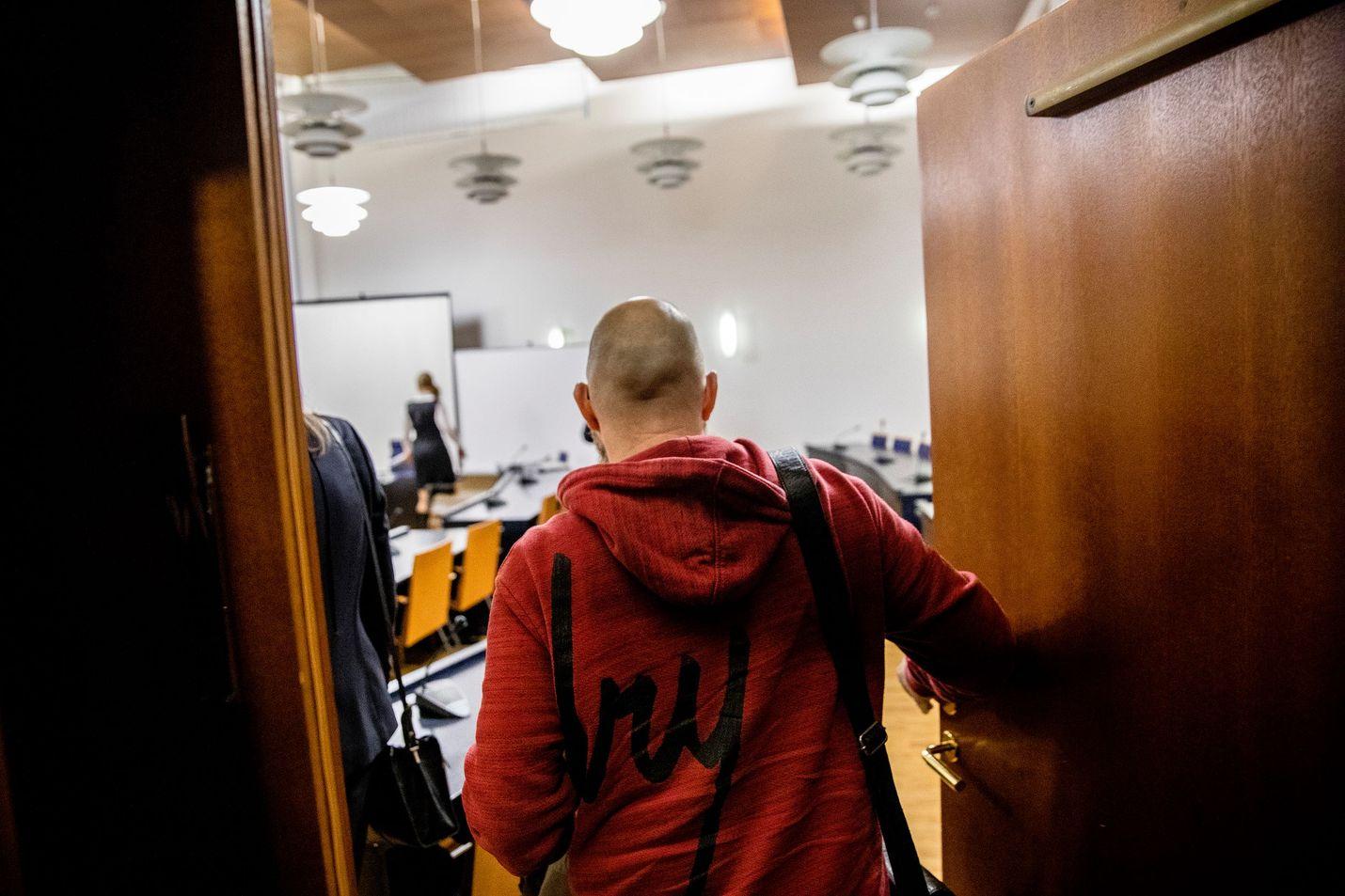 Sipulikanavan perustaja saapui vapaalta jalalta tammikuussa 2019 vastaamaan syytteeseen törkeästä huumausainerikoksesta.
