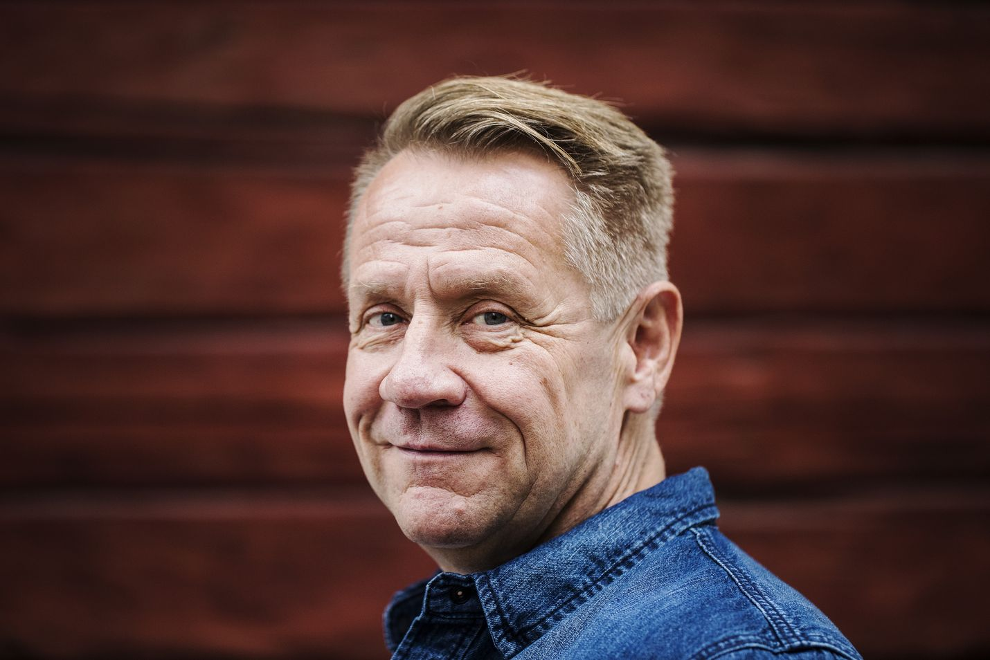 Olli Lindholm kuoli sairaskohtaukseen. Hän oli menehtyessään 54-vuotias.