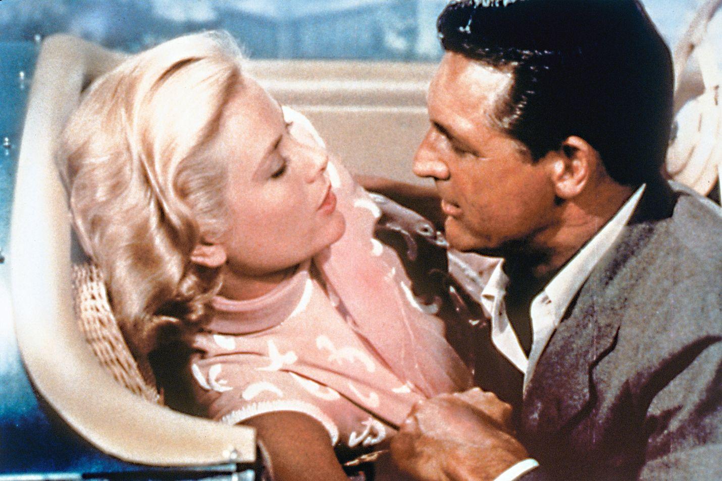 Varkaitten paratiisissa pääparina John Robiena ja Frances Stevensina ovat Cary Grant ja Grace Kelly. Elokuva julkaistiin 1955 ja seuraavana vuonna Kelly avioitui Monacon ruhtinas Rainierin kanssa.