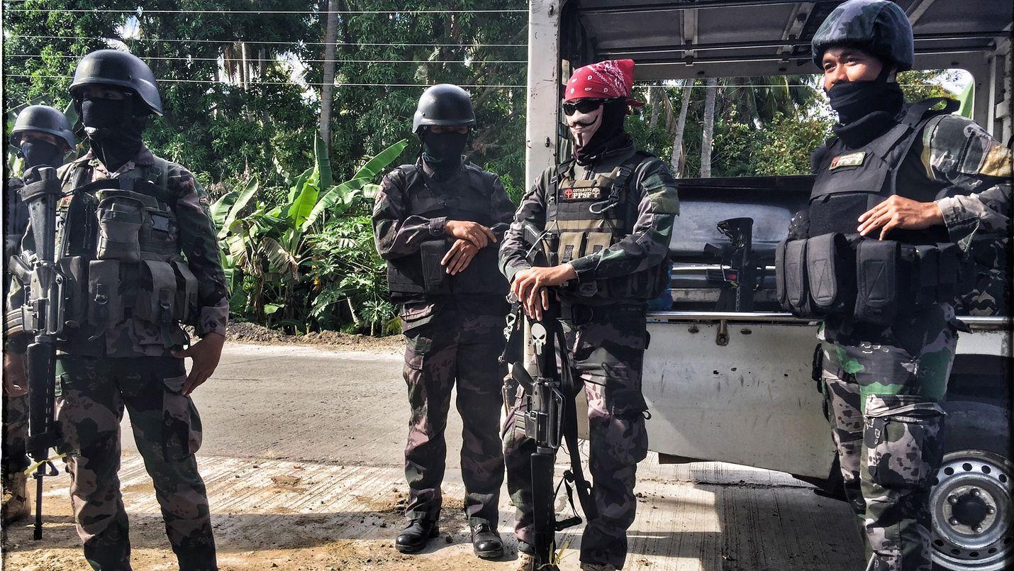 Filippiineillä poliisilla on oikeus tappaa epäillyt huumeiden välittäjät. Sitä ovat seuranneet väkivaltaiset iskut ja verenvuodatus.