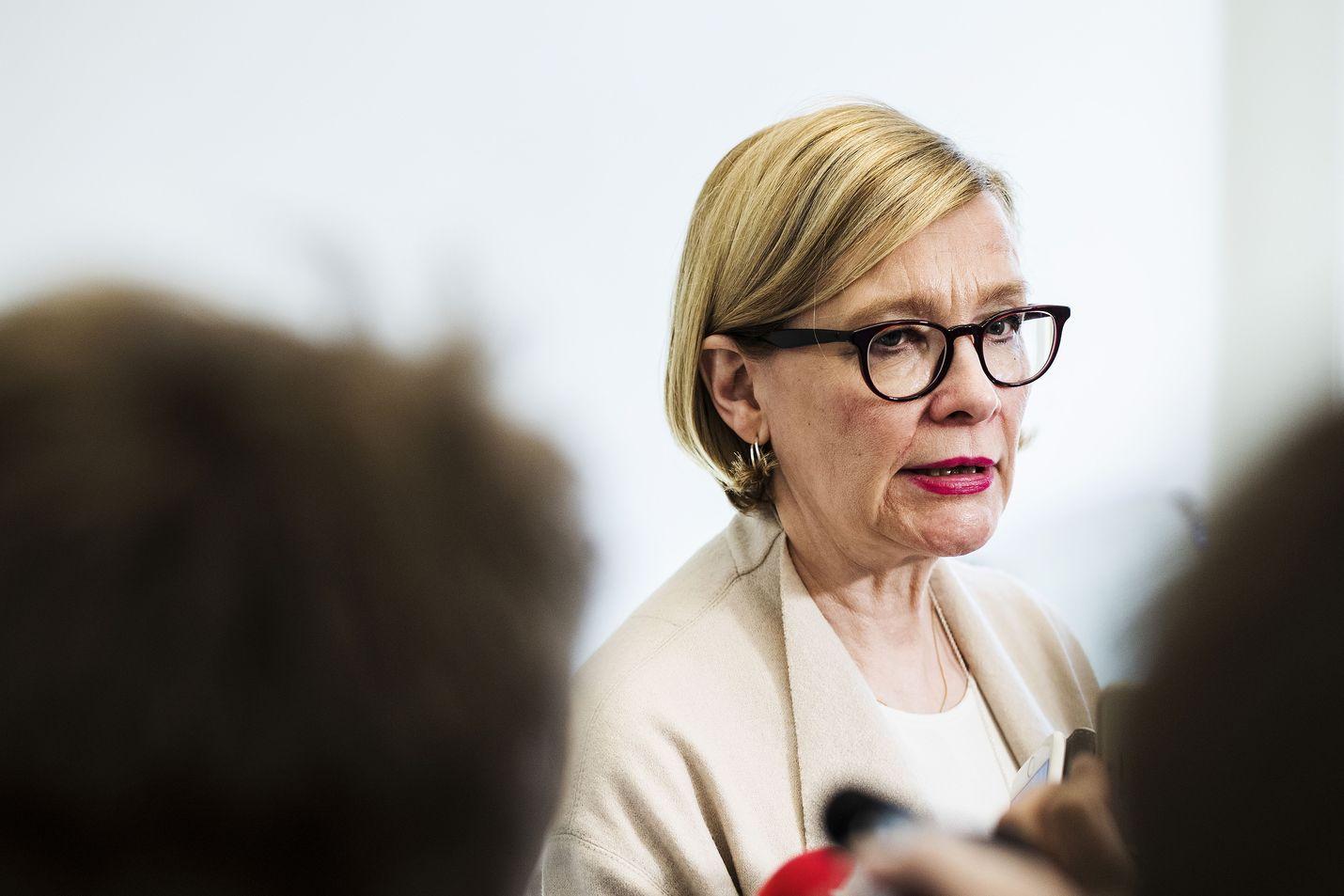 Eduskunnan puhemies Paula Risikko (kok.) kertoo tiedustelulakien tilanteesta.