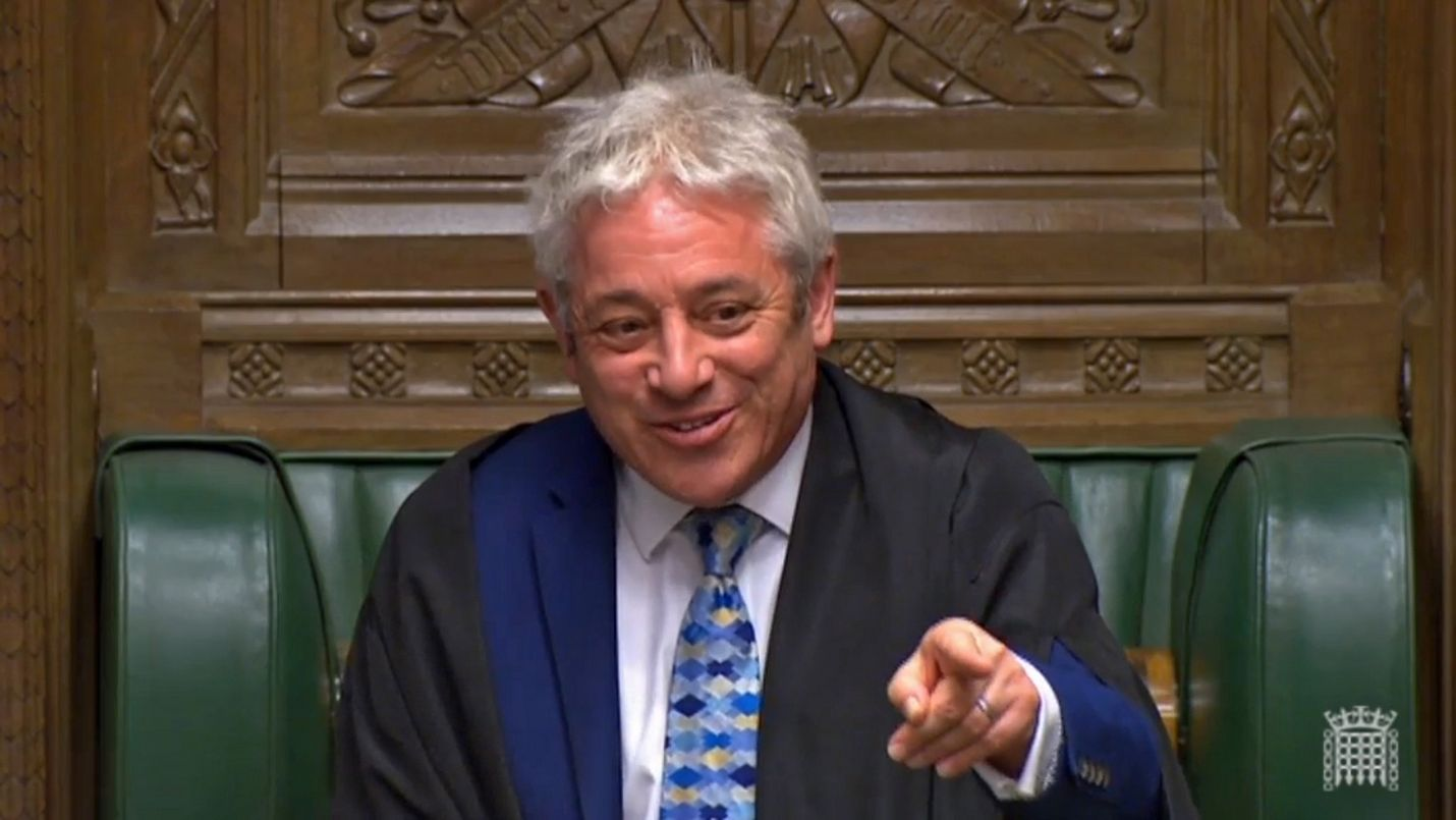 Britannian parlamentin alahuoneen puhemies John Bercow pitää järjestyksen istuntosalissa.