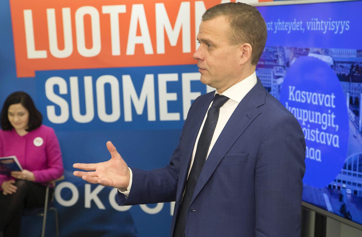 Kokoomuksen puheenjohtaja Petteri Orpo linjasi, että kaupungit ja kunnat kantavat parhaiten vastuun soten uudistamisesta.