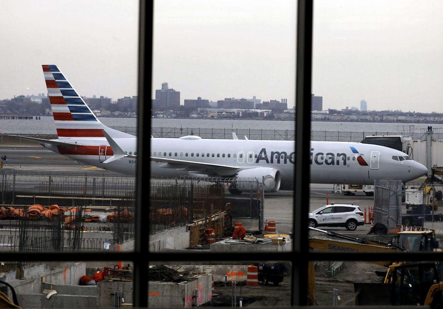 Boeingin 737 Maxit pysyvät toistaiseksi maassa. Lentokiellon pituudeksi asiantuntijat arvelevat joitakin viikkoja tai jopa joitakin kuukausia. Kuva on New Yorkista.