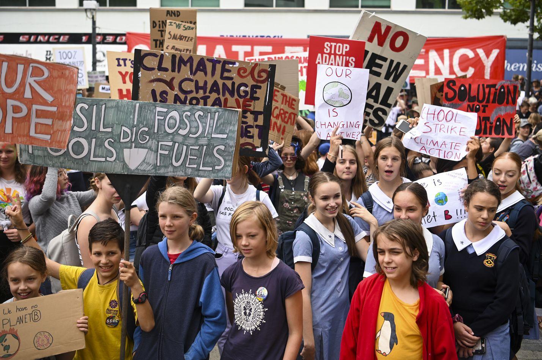 Koululaiset osallistuivat ilmastomarssiin Australian Canberrassa perjantaina.